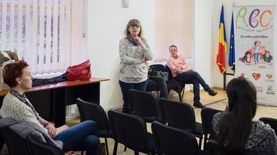 Livia Ognean a susținut miercuri, alături de alți medici, un curs pentru Școala Părinților  © Razvan NEGRU