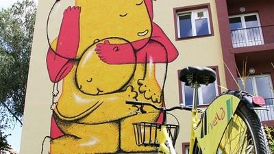 Imbratisare, creatia artistului Pisica Patrata - Culorile Romaniei