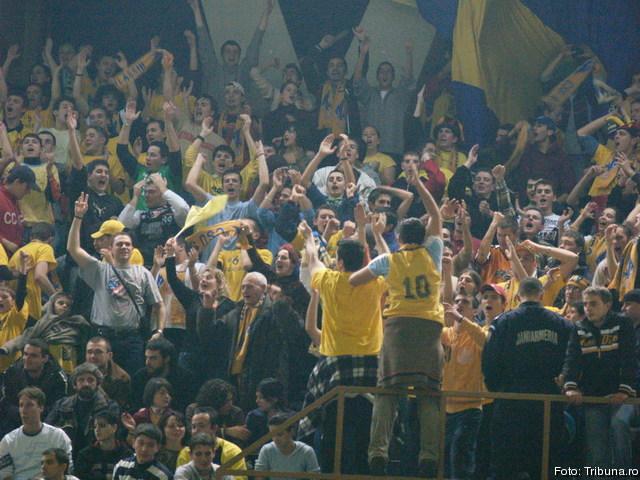 Fenomenul Ultras in alte sporturi - Pagina 6 2008_12_09_0_4_3-tineri-din-galeria-csu-atlassib-sibiu-cercetati-de-jandarmi_66700