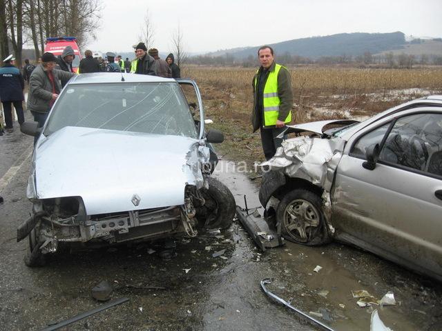 Patru răniţi într-un accident, în apropiere de Nocrich