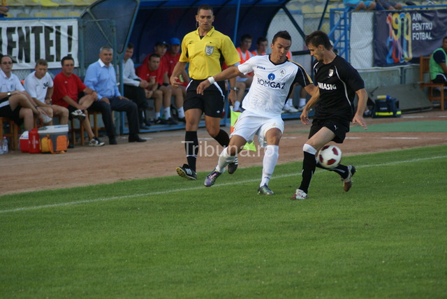 http://www.tribuna.ro/images-up/2010_09_06_0_9_amenda-record-pentru-aganovic_64023.jpg