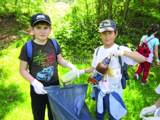 Acţiune de igienizare pe Valea Avrigului