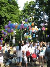 Sute de baloane colorate au zburat în Sub Arini - Tribuna