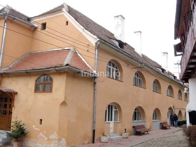 Primul spital romanesc s-a deschis acum 721 de ani. La Sibiu