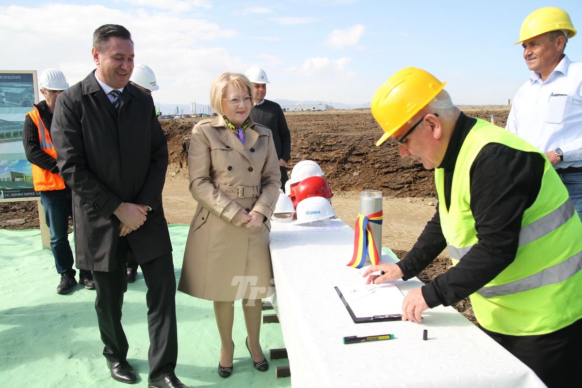 Primarul Fodor a turnat primul cancioc de ciment la fundaţia autobazei Tursib