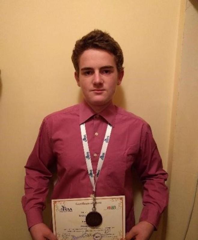 """Un elev de la """"Brukenthal"""" a luat bronzul la Olimpiada Internațională de Astronomie din India"""