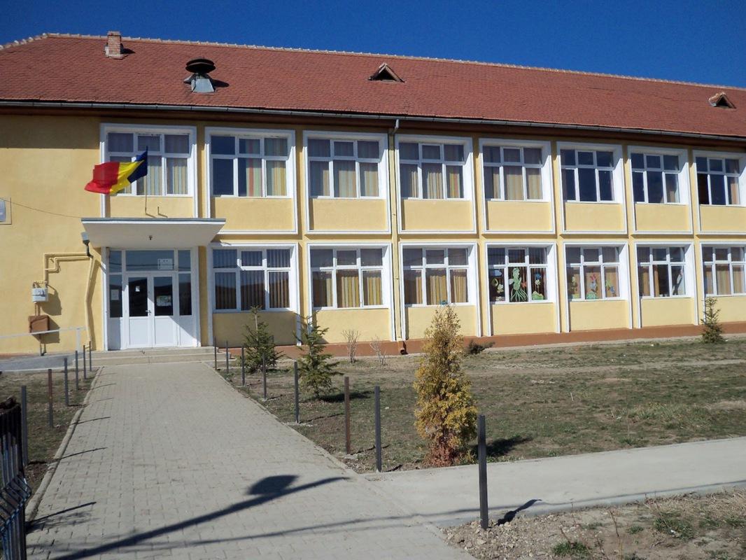 Mai multe şcoli din judeţul Sibiu, închise miercuri
