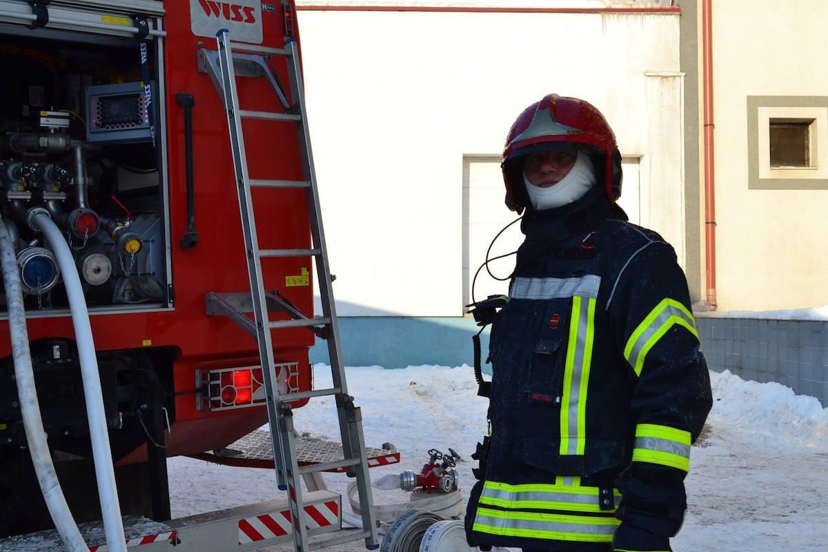 Circulaţie reluată pe Cunţa - Sibiu: un camion încărcat cu sare a luat foc lângă Sălişte!