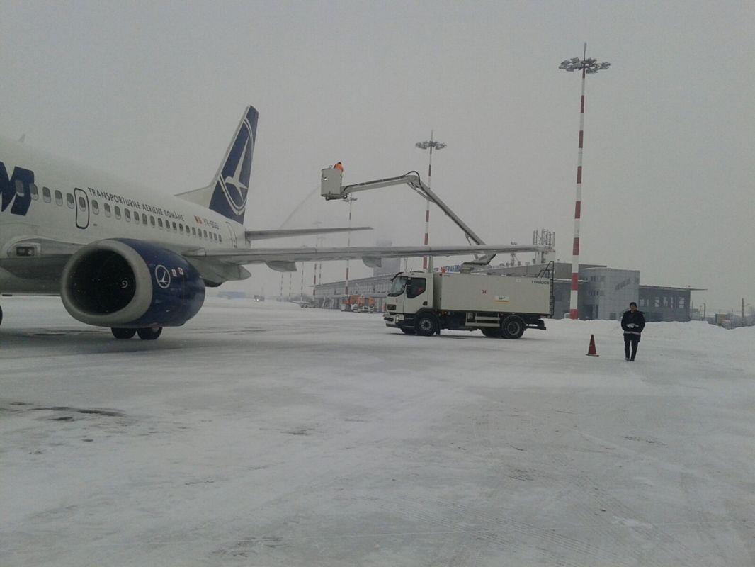 Avionul de la Madrid a aterizat cu 14 ore întârziere. Alte zboruri sunt perturbate