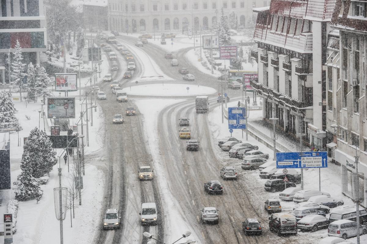 FOTO: Lupta cu iarna surprinsă în imagini