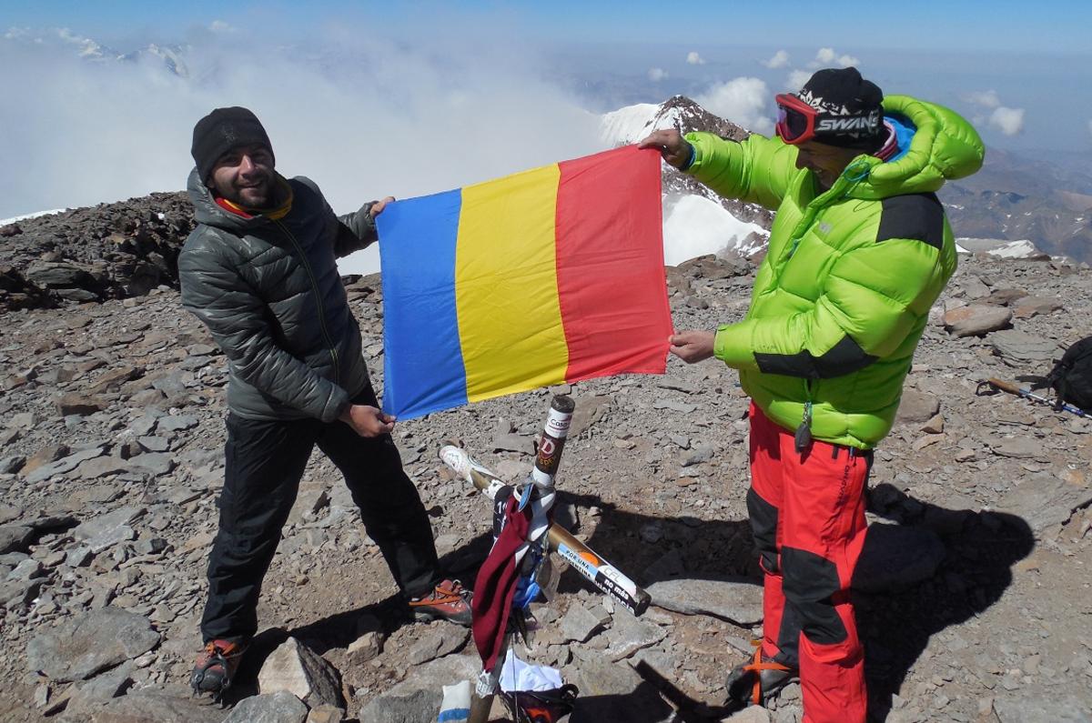 Doi sibieni au pus tricolorul pe Vârful Aconcagua
