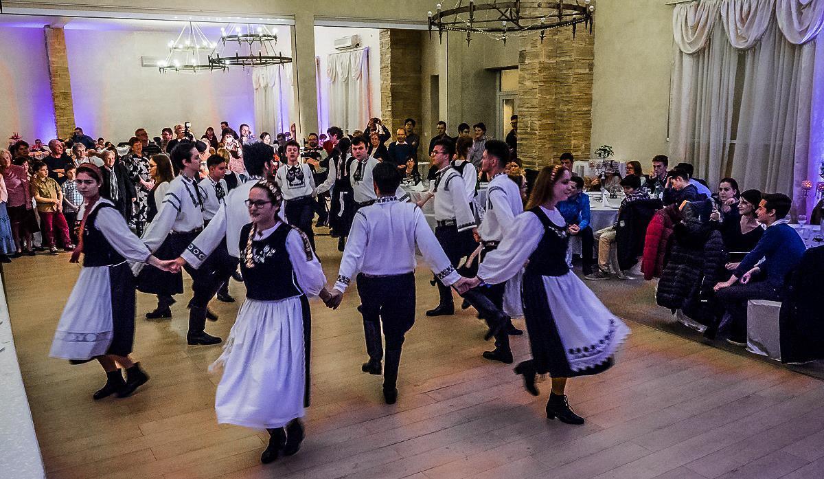 Marienball în Turnişor: atmosferă elegantă, ritmuri de polcă şi vals