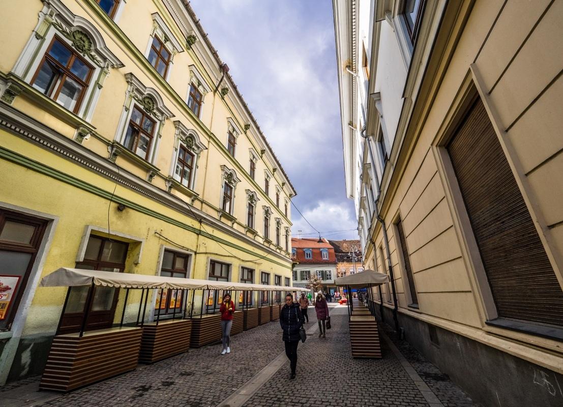 Standuri noi pentru produsele handmade şi de artizanat din centrul Sibiului
