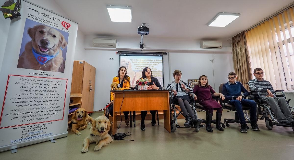 UCOS a lansat mascota Aksel, primul câine de terapie al fundației