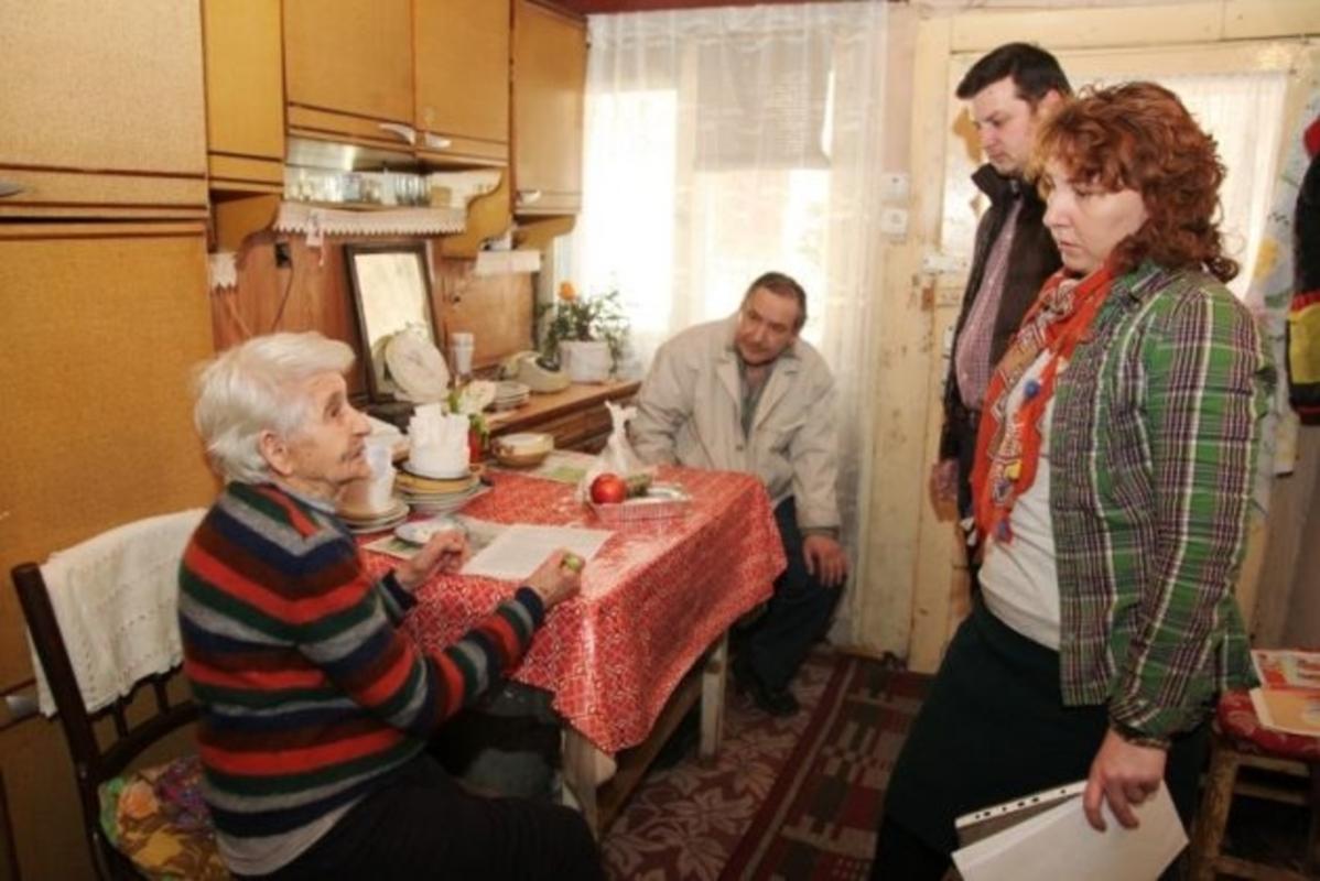 """""""Masa pe roţi"""", un proiect pentru cei în vârstă"""