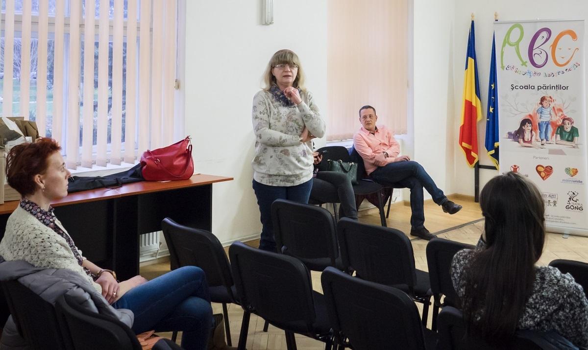 Livia Ognean a susținut miercuri, alături de alți medici, un curs pentru Școala Părinților