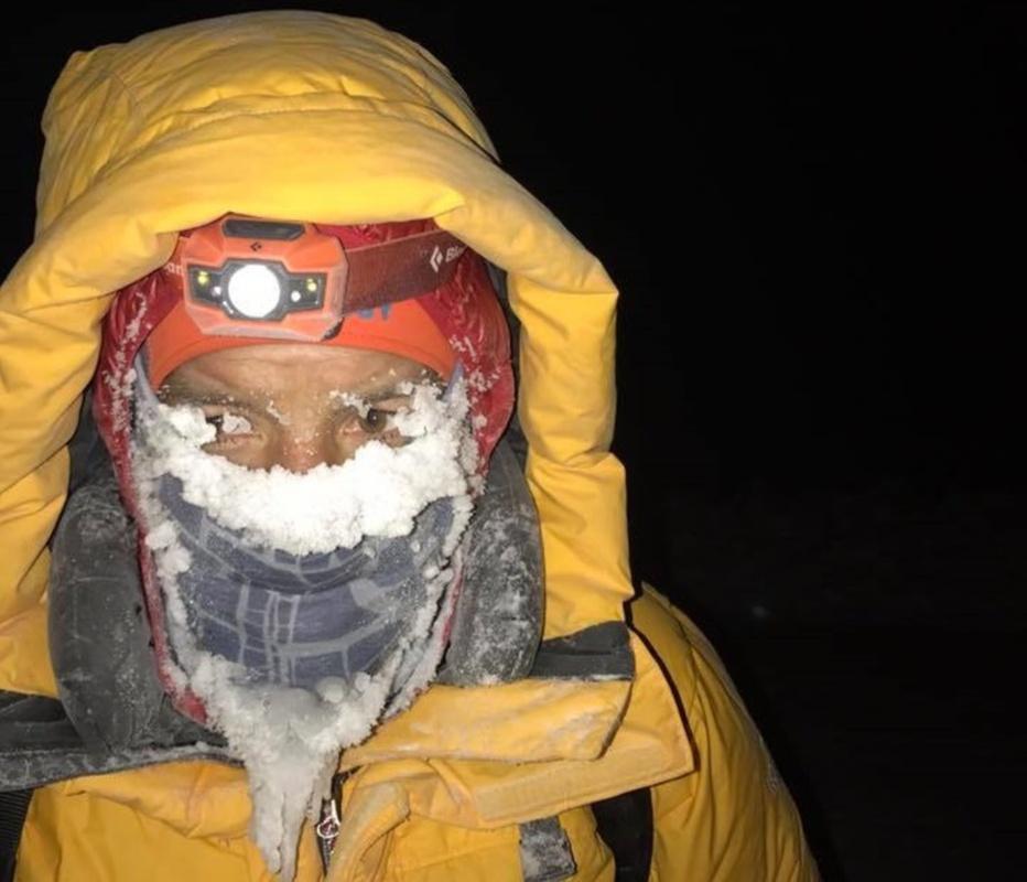 Victorie cu repetiție: Cu ambele picioare degerate, românul Tibi Ușeriu a câștigat a doua oară maratonul de la Cercul Polar Artic