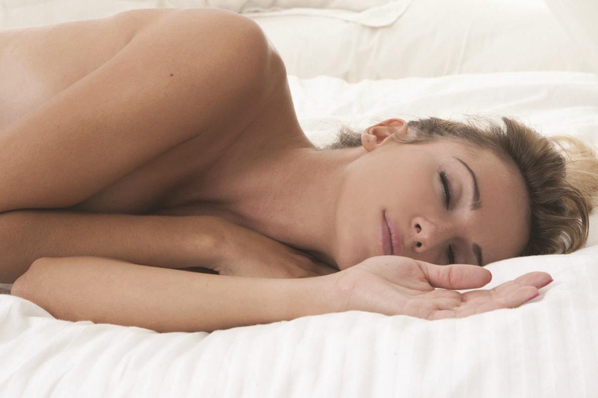 Recomandare. De ce este bine să dormim dezbrăcaţi