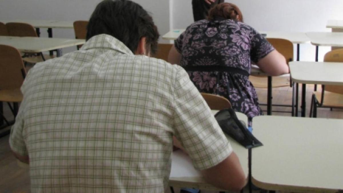 Zece profesori au lipsit de la examenul de definitivat