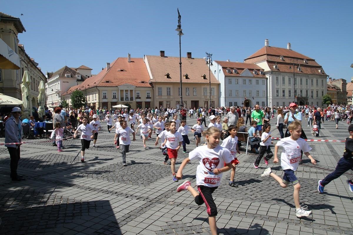 35 de copii din centrele de plasament aleargă la Maratonul Sibiului
