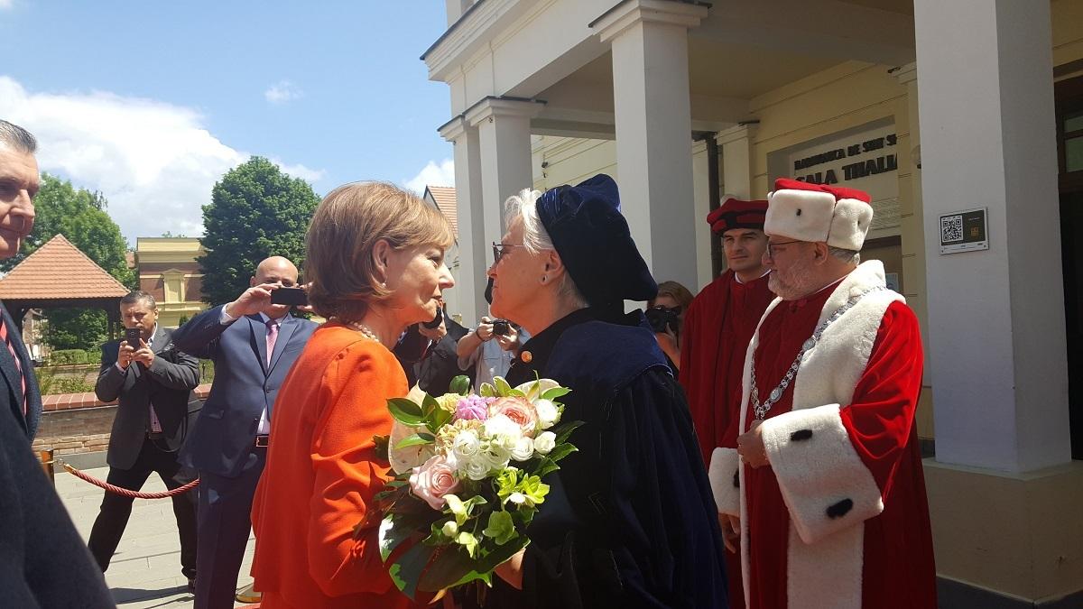 Principesa Muna a Iordaniei, Doctor Honoris Causa la Sibiu, după 55 de ani de implicare în educația medicală