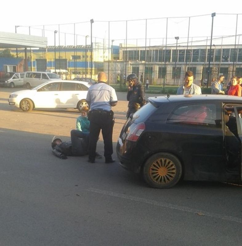 FOTO: Motociclist, rănit în accident pe strada Henri Coandă