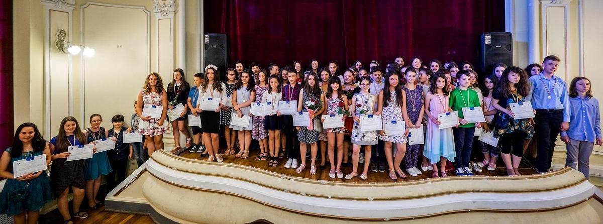 Elevii din 40 de școli, premiați la Limba Română