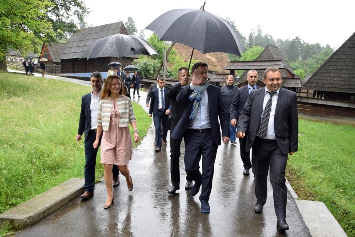 FOTO: Premierul luxemburghez în vizită la Muzeul ASTRA: