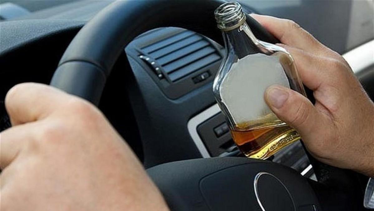 Dosar penal pentru că s-a urcat băut la volan