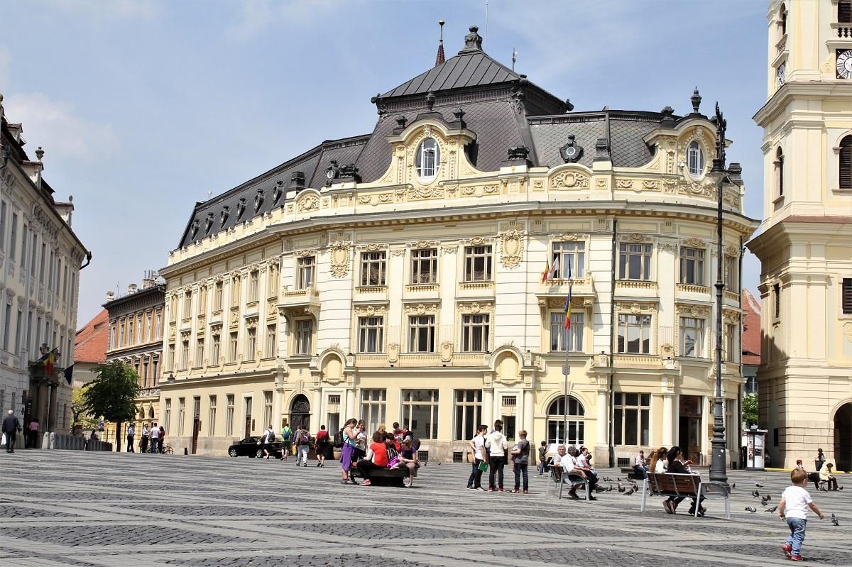 Studenții și profesorii ULBS dau viață obiectelor, la Primăria Sibiu