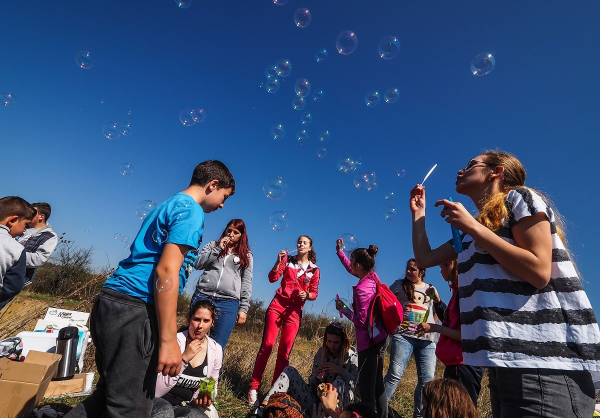 Cu 70 sau 75 de lei, elevii din Sibiu pot merge în tabere din județ și din țară