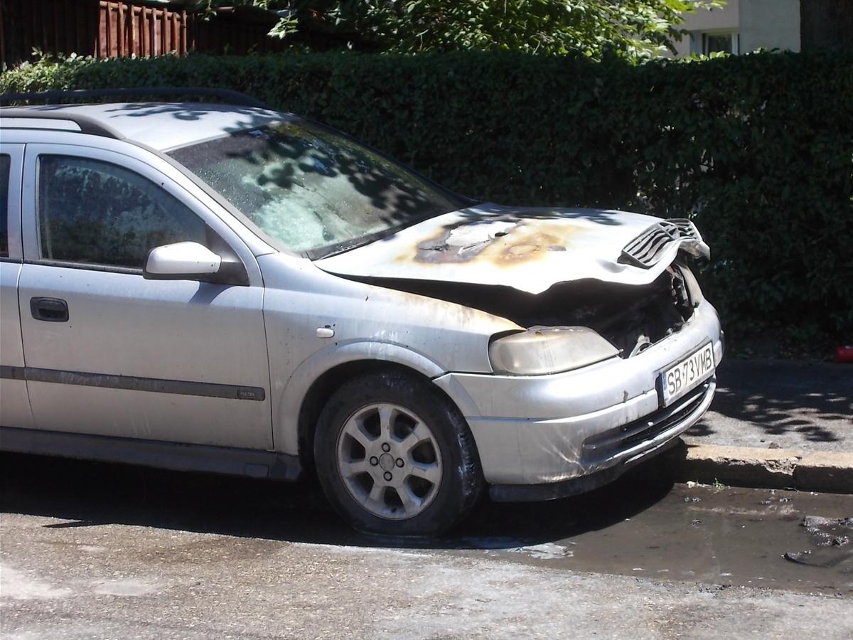 FOTO: Autoturism în flăcări, la Mediaș