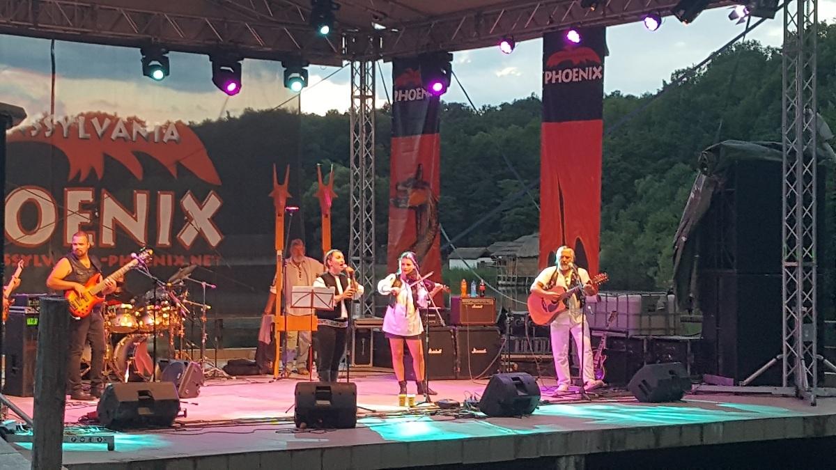 VIDEO: Phoenix, urmăriţi de ghinion la Sibiu. Ploaia a oprit concertul din Muzeul Satului. ACTUALIZARE - Când se reia concertul