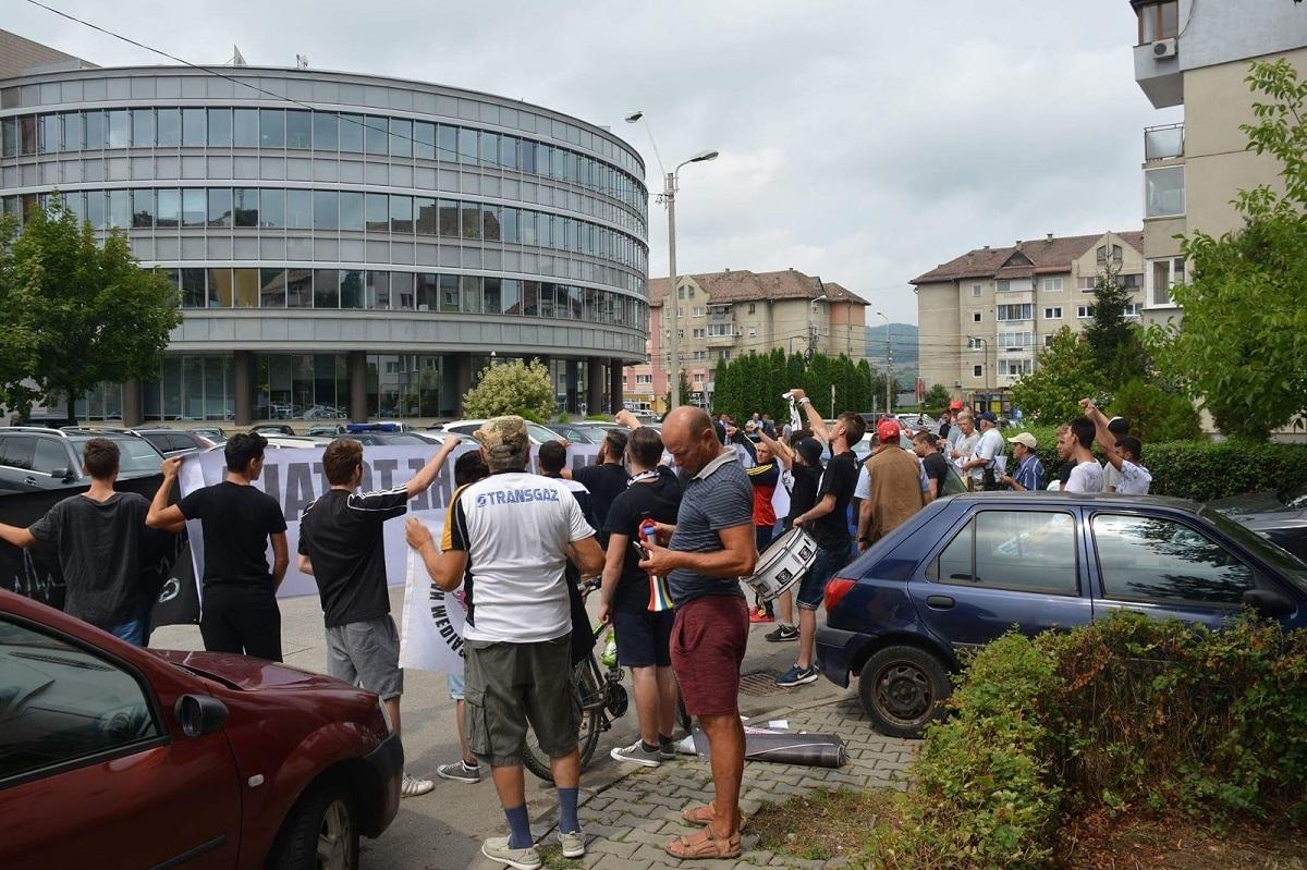 Fanii Gazului Metan au ieşit în stradă