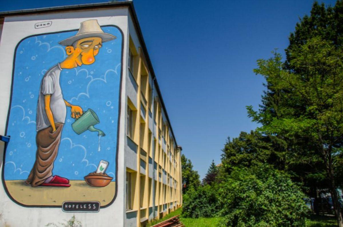 Sibiul găzduiește singurul tur de artă stradală din lume care cuprinde școli și licee, cu peste 3.500 mp de picturi murale