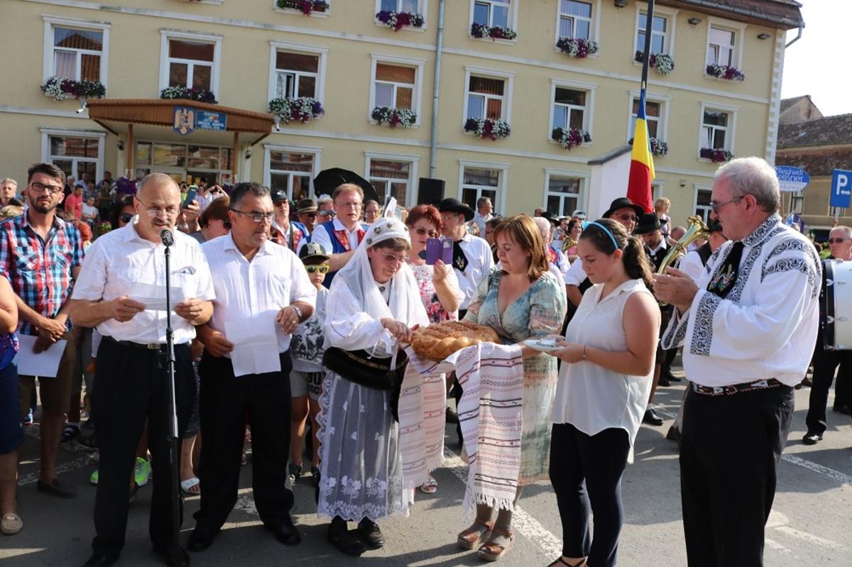 """FOTO: Saşii au cântat """"Marşul lui Iancu"""", la Agnita"""