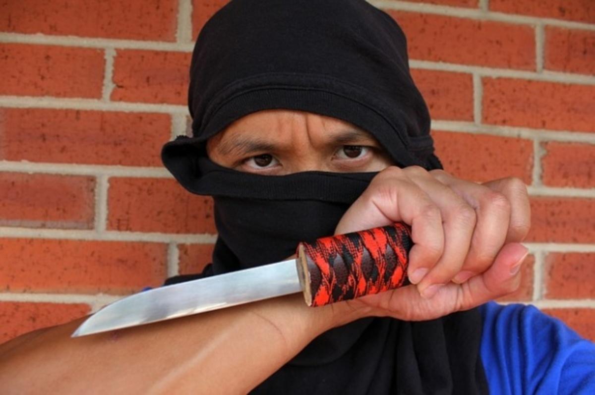 Medieșean tăiat cu un cuțit pe obraz