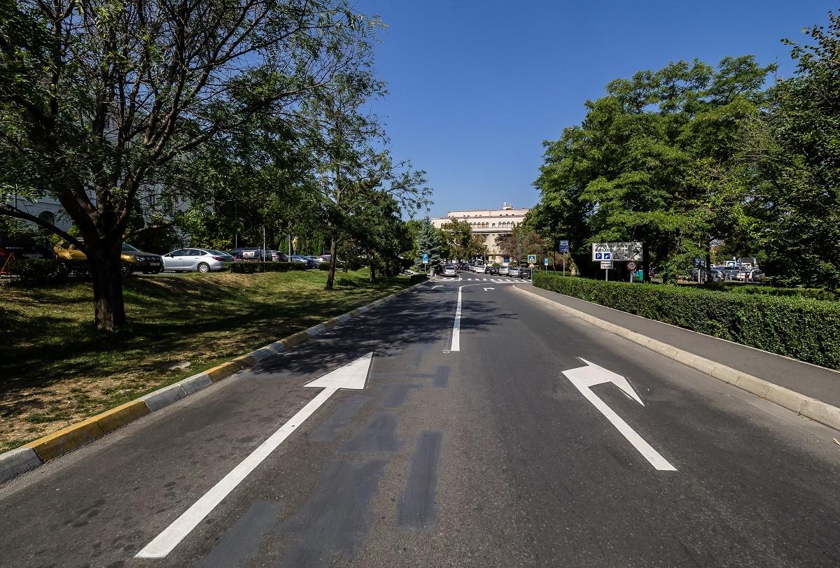 Staţia taxi de la Bulevard, mutată în faţa Parcului Astra. În zonă se va circula pe două benzi