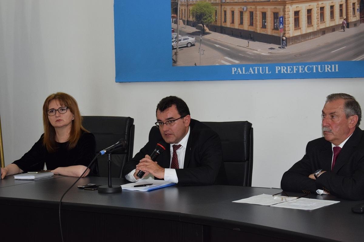 30 de medici de familie din judeţ au discutat despre campaniile  de vaccinare, la Prefectura Sibiu