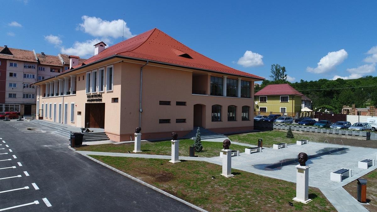 Direcţia 5 şi Radu Nechifor inaugurează Casa de Cultură din Cisnădie, duminică
