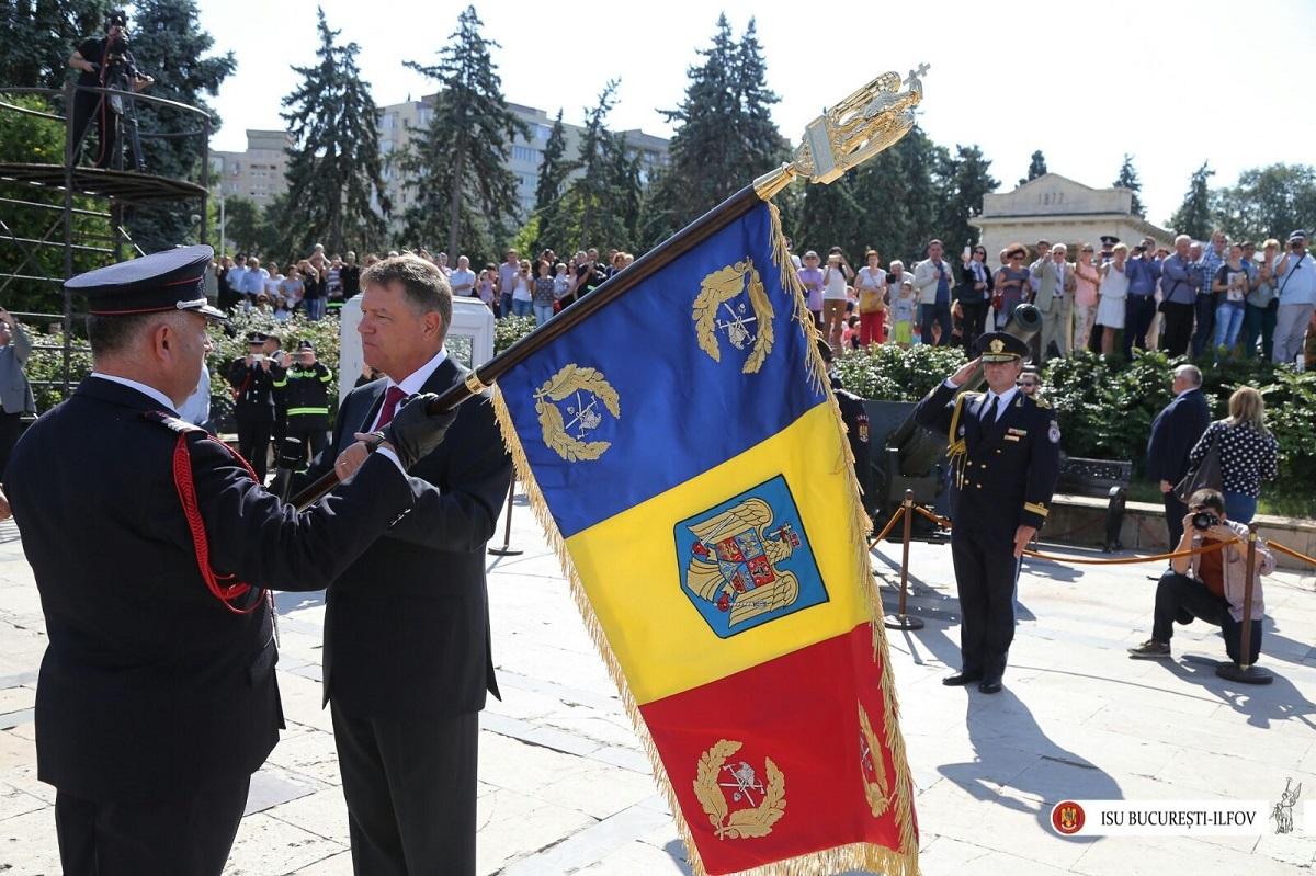 ISU Sibiu a primit Drapelul de luptă de la preşedintele Iohannis!