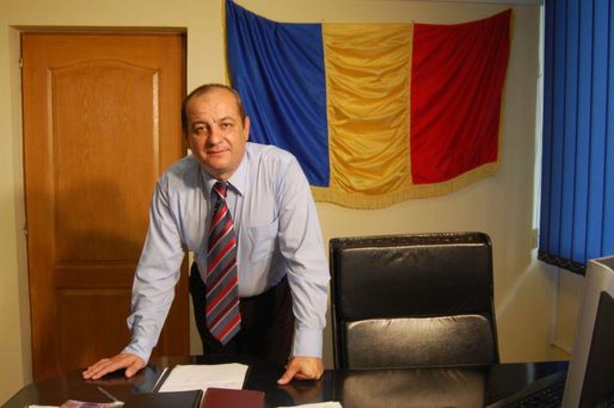Pentru a evita falimentul orașului, primarul din Copșa Mică pleacă pe jos la București