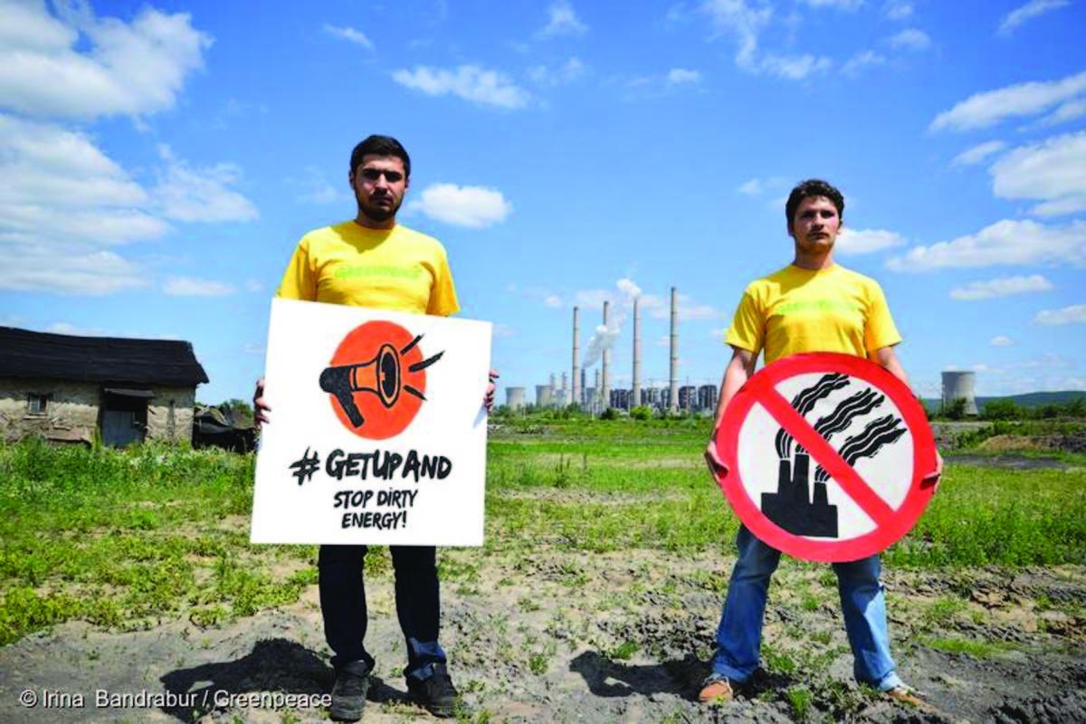 """Greenpeace instalează """"Sun of Sibiu"""" în Piaţa Mare"""