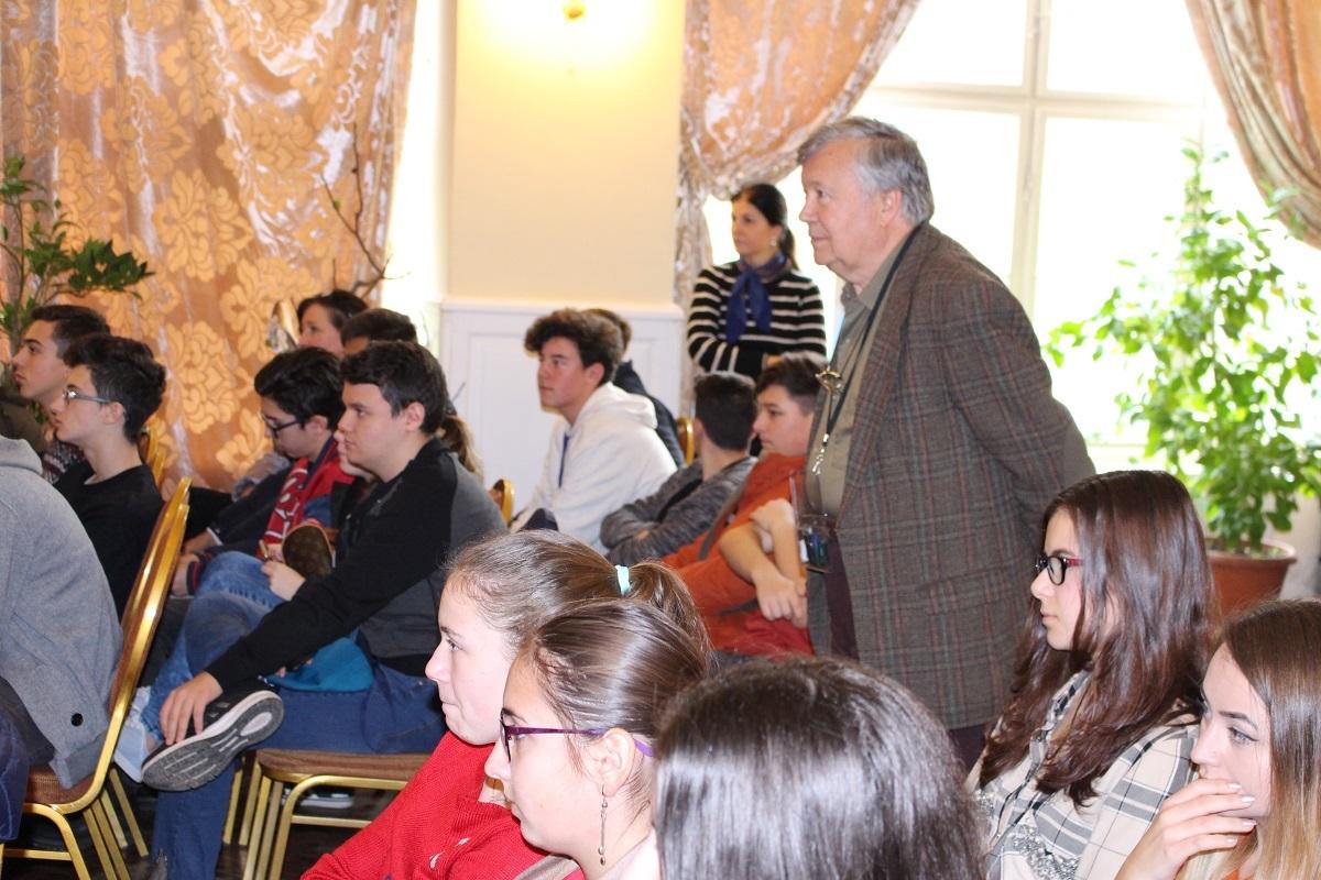 Alexandru Mironov prezintă