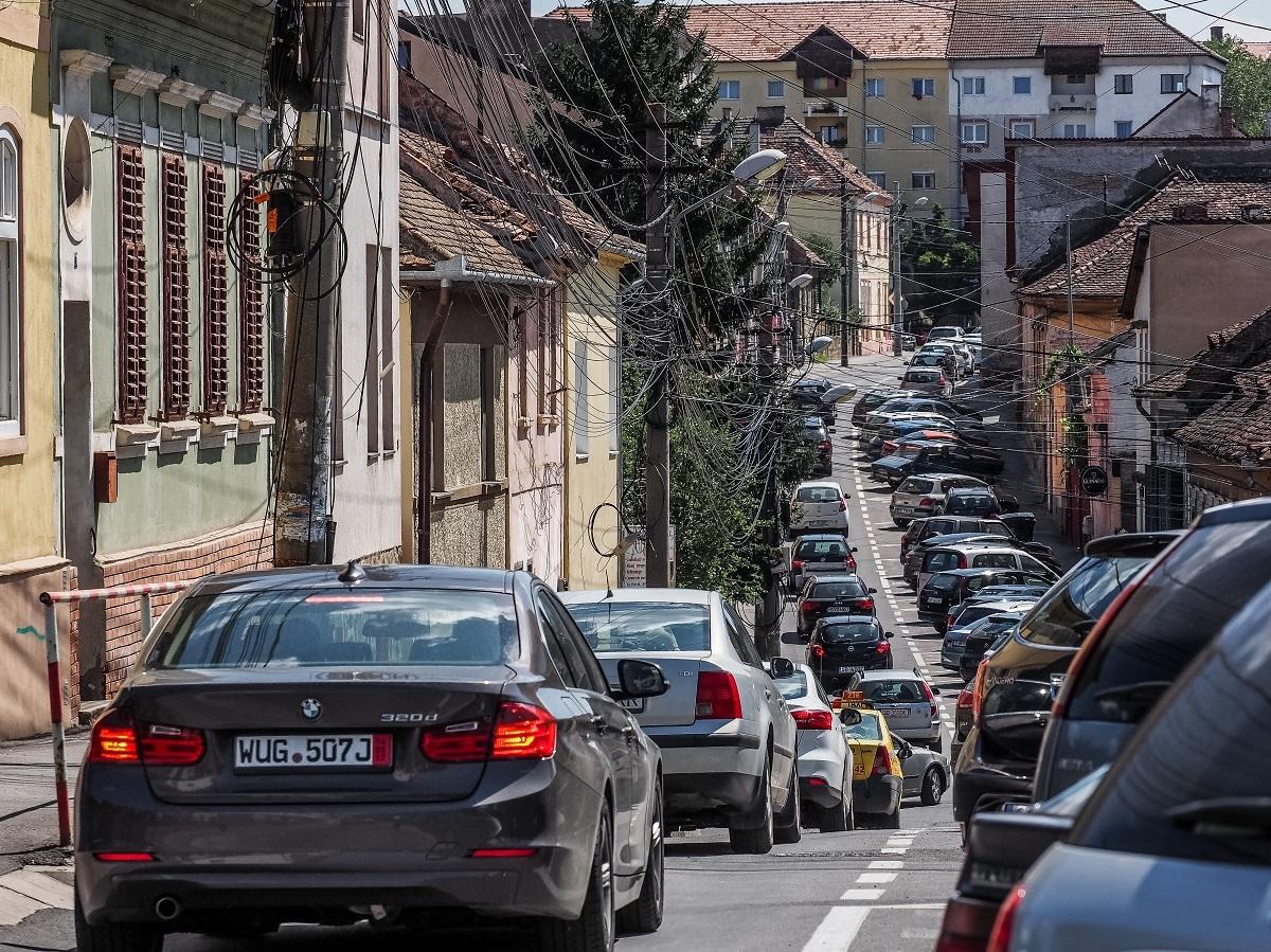 Primăria a semnat primul contract pentru reparația străzilor în 2018