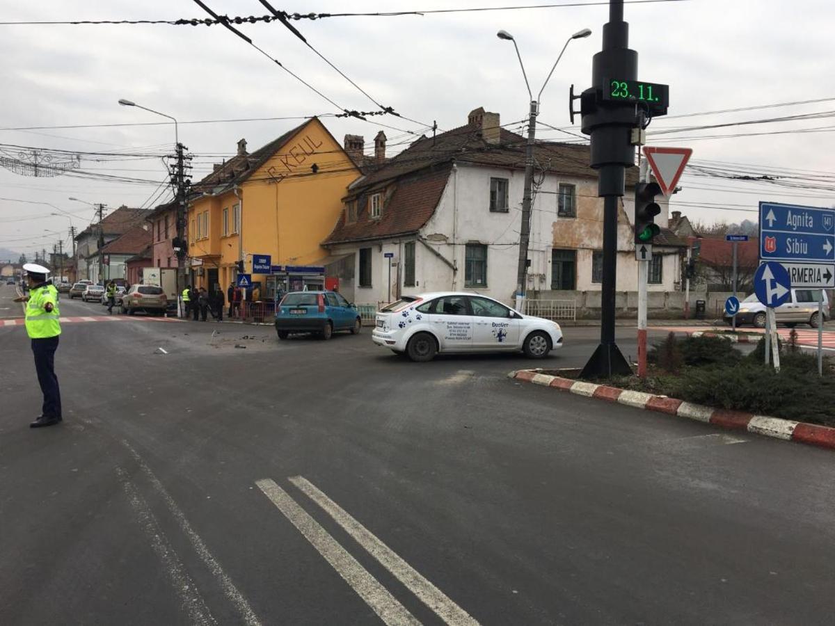 Accident în Mediaș: O persoană rănită după ce două mașini s-au lovit
