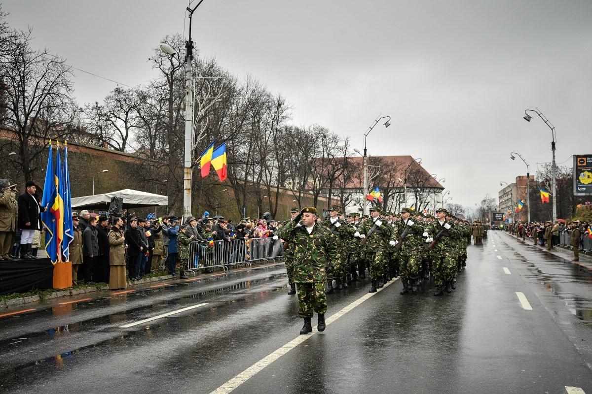 FOTO: Paradă militară