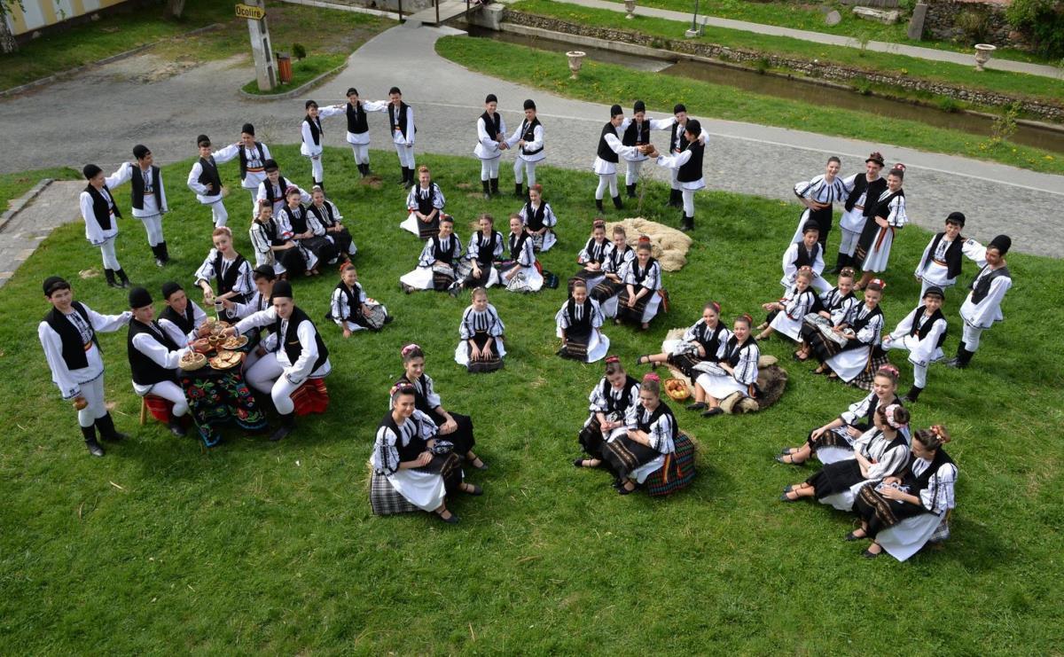 """Ansamblul Folcloric """"Datina"""" (Tălmaciu) sărbătoreşte la Cercul Militar Sibiu"""