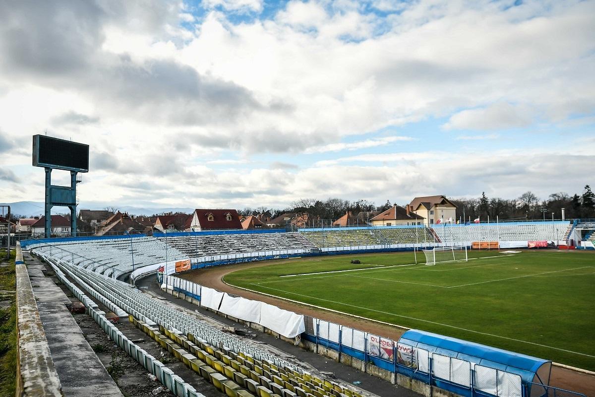 Prima etapă de modernizare a Stadionului Municipal Sibiu: reabilitarea tribunei oficiale, a peluzei, a pistei și a gardurilor