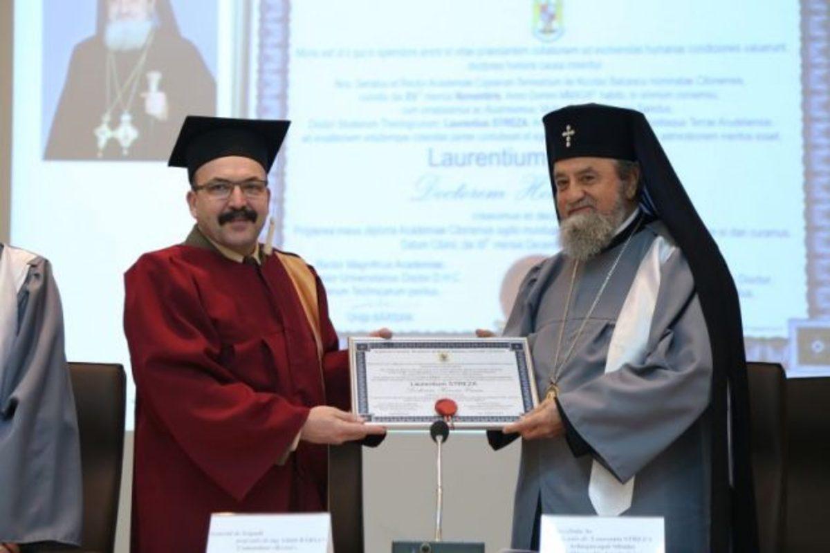 FOTO: Mitropolitul Ardealului şi părintele acad. Păcurariu au primit titlul de DHC la AFT